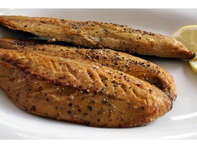 Smoked mackerel peppered